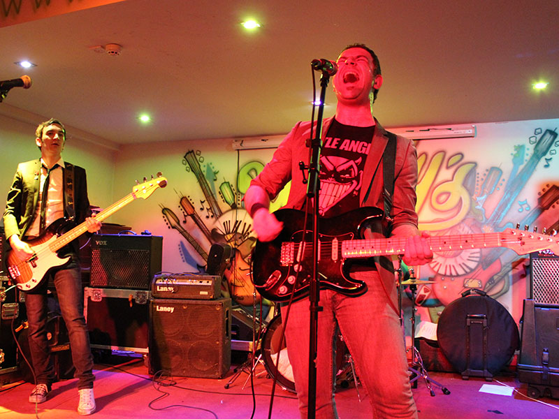 punch-the-air-great-party-band-west-midlands-5